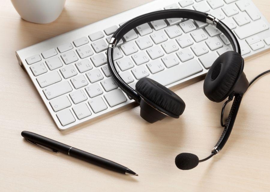 headphones with mic on keyboard